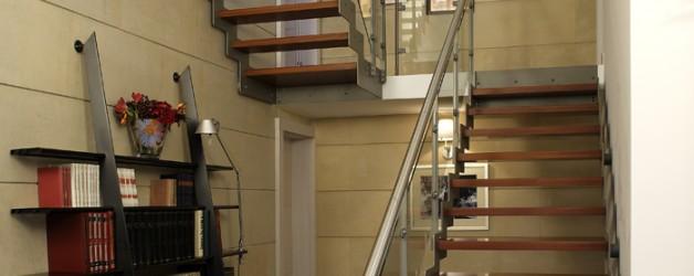 Классическая металлическая лестница 2