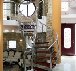 Классическая металлическая лестница 5