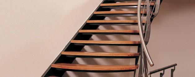 Классическая металлическая лестница 8