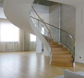 Изогнутая лестница, Москва