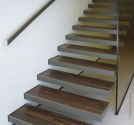 Прямая лестница, Йена