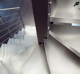 Лестницы с покрытием из стали
