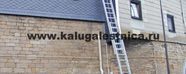 Трехсекционная лестница с перекладинами, выдвигаемая тросом