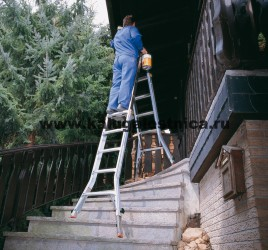 Шарнирная телескопическая лестница с перекладинами и 4 удлинителями боковин TeleVario