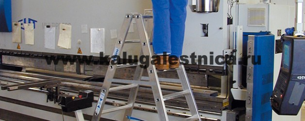 Двухсторонняя передвижная лестница с платформой