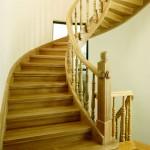Классическая деревянная лестница 1