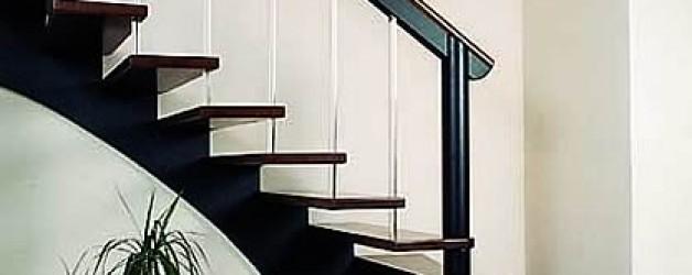 Классическая деревянная лестница 5