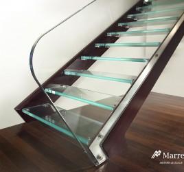 Лестницы со ступенями из стекла