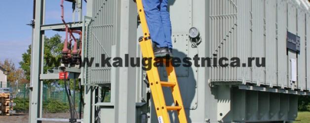 Раздвижная диэлектрическая лестница вытягиваемая тросом