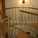 Винтовая лестница с покрытием из резины