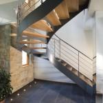 Лестница из окрашенного металла